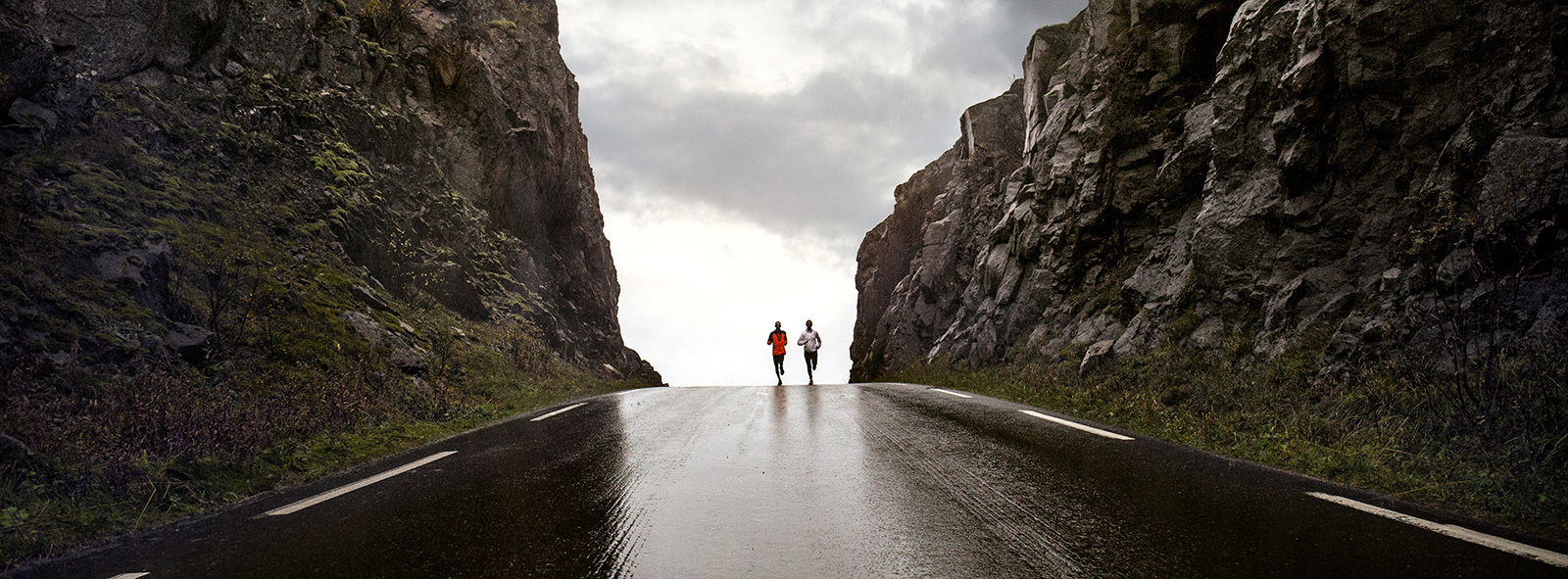 Two runners at the mountain pass